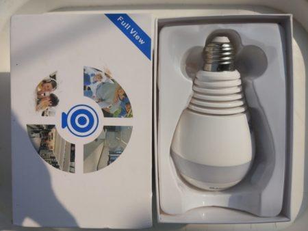 Лампочка со скрытой камерой внутри и регистратором