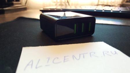 Быстрая зарядка Rock с тремя USB и экраном