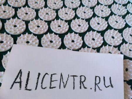 Массажный коврик с валиком-подушкой по типу Кузнецова
